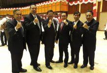 Menteri Lingkungan Hidup dan Kehutanan Siti Nurbaya Bakar, Kamis melanti pejabat eselon 2 Kemen LHK. Salah seorang pejabat yang diganti karena memasuki masa pensiun Bambang Dahono Adji,( ketiga dari kanan) sejumlah rekan kerja, termasuk Dirjen Gakkum Rasio Ridho Sani melepas Bambang seusai acara.