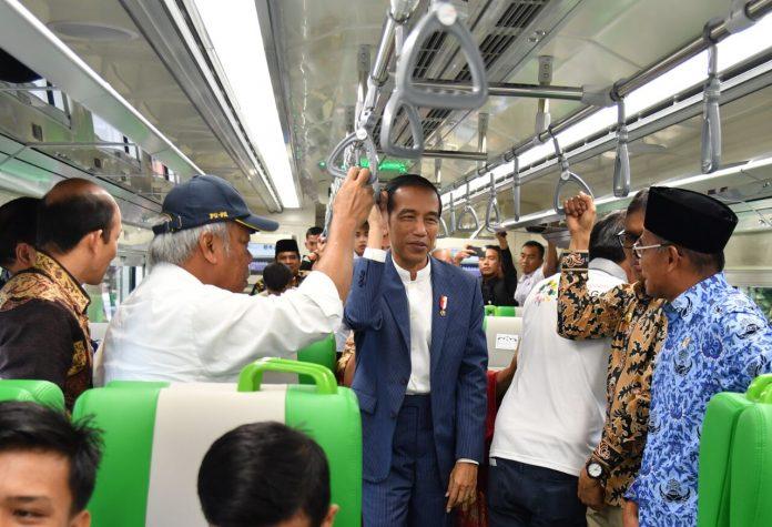 Bandara Internasional Minangkabau ini sedang dalam proses perluasan, dari sebelumnya 2,7 juta penumpang per tahun menjadi 5,7 juta penumpang di akhir 2019.