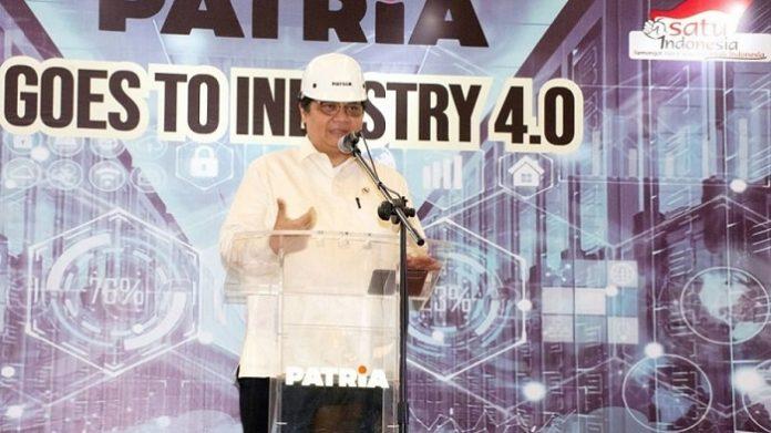 Menperin Airlangga Hartarto memacu industri alat berat di dalam negeri semakin meningkatkan komponen lokalnya. Foto : BreakingNews.co.id
