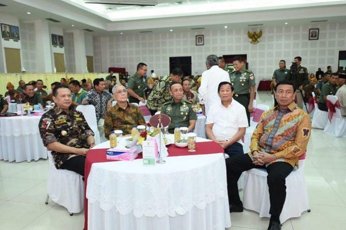 Ketua DPR RI sekaligus Ketua Badan Bela Negara FKPPI Bambang Soesatyo (paling kiri) menghadiri acara Silaturahim KASAD dengan Keluarga Besar TNI di Mabes AD. Foto : Istimewa