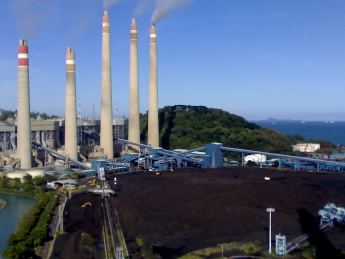 Pembangkit listrik tenaga batu bara milik PLN membutuhkan pasokan batu bara dengan harga yang stabil. Foto : budiman.blogspot.com
