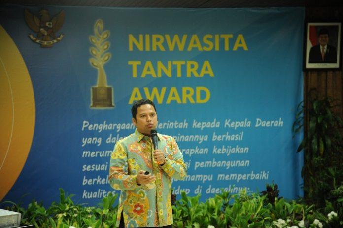 Melalui pemberian penghargaan Nirwasita Tantra diharapkan kepala-kepala daerah baik di tingkat provinsi maupun kabupaten/kota dapat menerapkan Green Leadership untuk mewujudkan kebijakan dan program daerah yang holistik. Foto : Kementerian LHK