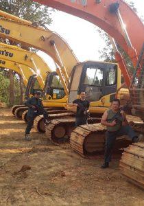 Petugas menyita beberapa excavator yang digunakan PT Laman Mining dalam kegiatan ilegalnya. Foto : Kementerian LHK