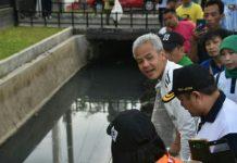 Gubernur Jawa Tengah Ganjar Pranowo meminta masyarakat dan sukarelawan peduli lingkungan untuk melakukan patroli bersama ke beberapa daerah yang masih banyak sampah berserakan. Foto : Antara