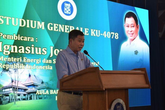 Menteri ESDM Ignasius Jonan mendukung penggunaan minyak kelapa sawit sebagai BBM. Foto : ITB