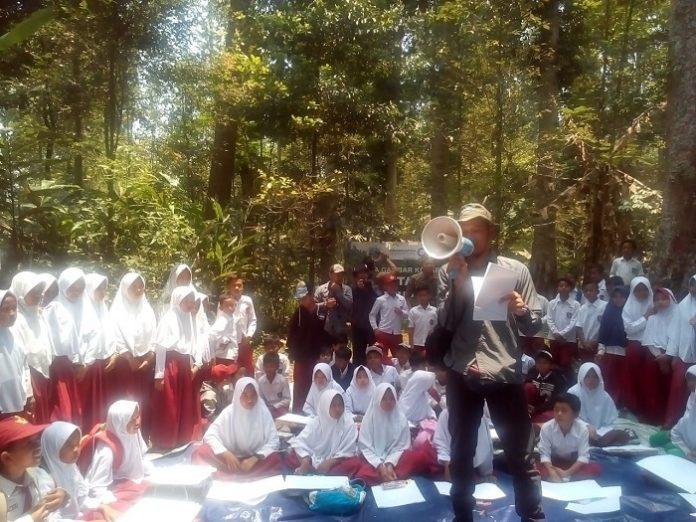 Pemulihan ekosistem di Taman Nasional Gunung Gede Pangrango (TNGGP) juga menjadi arena pembelajaran konservasi bagi kalangan pelajar, masyarakat, lembaga nasional maupun internasional. Foto : Rini/tropis.co