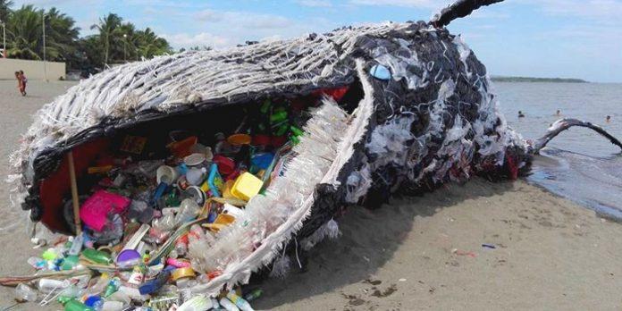 Menyelesaikan persoalan sampah plastik di laut ini dengan cara mengurangi penggunaannya, mengganti material plastiknya, dan sistem pengelolaan sampah plastik yang benar. Foto : vocedipopolo.it
