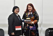 Menteri Likungan Hidup dan Kehutanan Siti Nurbaya dan Menteri Lingkungan Australia Melissa Price sepakat melakukan kerja sama dalam bidang penghitungan karbon yang tertuang dalam Indonesia National Carbon Accounting System (INCAS). Foto : KLHK