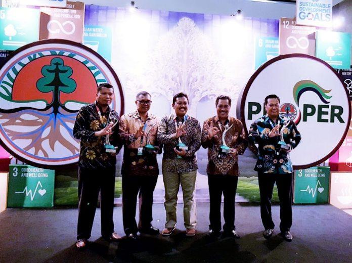 Lima anak perusahaan PT Astra Agro Lestari (AAL) kembali mendapatkan Anugerah Lingkungan Program Penilaian Peringkat Kerja Perusahaan (PROPER) Hijau. Foto : Astra Agro