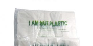Pemerintah Kota Bekasi, Jawa Barat, mulai sosialisasi dan menganjurkan pemanfaatan kantong kemasan berbahan dasar nabati sebagai pengganti plastik mulai Januari 2019. Foto : Obral.co