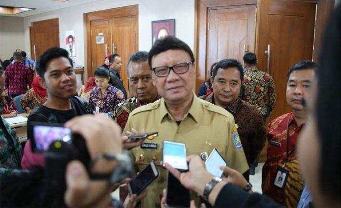 Menteri Dalam Negeri Tjahjo Kumolo menilai sampah plastik sudah menjadi isu nasional yang mesti ditanggulangi bersama. Foto : Indopos