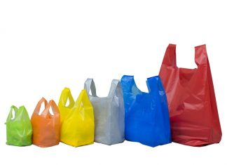 Pemerintah Kota Denpasar akan memberlakukan larangan penggunaan kantong plastik di toko-toko modern dan pusat perbelanjaan mulai 1 Januari 2019 sebagai upaya pengurangan sampah plastik di perkotaan. Foto : Kantong Kresek