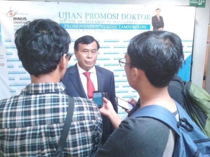 Anggota DPR RI Nurdin Tampubolon meraih gelar Doktor setelah mempertahankan disertasinya. Foto : Istimewa