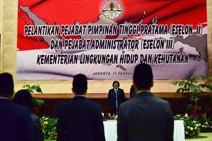 Menteri Lingkungan Hidup dan Kehutanan Siti Nurbaya melantik pejabat baru Eselon II dan Eselon III Kementerian Lingkungan Hidup dan Kehutanan. Foto : KLHK