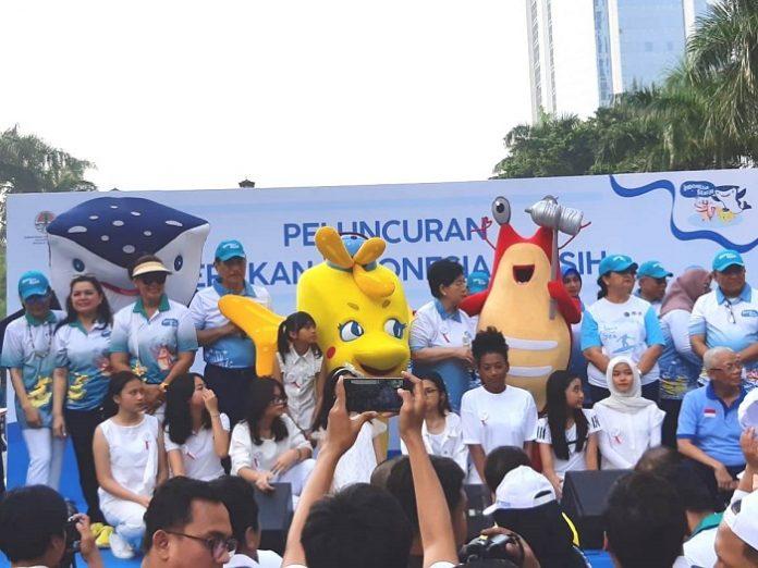 Menteri Koordinator Bidang Kemaritiman Luhut Binsar Pandjaitan dan Menteri Lingkungan Hidup dan Kehutanan Siti Nurbaya meluncurkan Gerakan Indonesia Bersih. Foto : KLHK