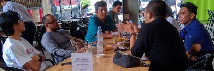 Sejumlah jurnalis di Kota Medan membentuk Forum Wartawan Perkebunan (Forwabun), Sabtu (27/4/2019), dan menunjuk Hendrik Hutabarat (baju hijau) sebagai ketua. Foto: Istimewa