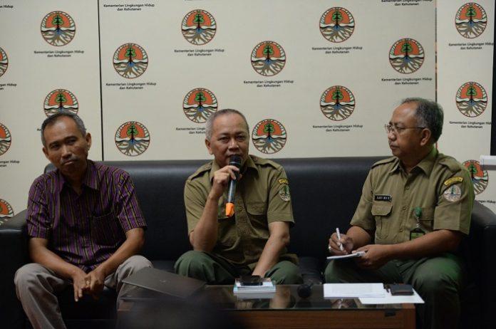 Direktur Jenderal Konservasi Sumber Daya Alam dan Ekosisitem Wiratno (tengah), menuturkan, hasil tersebut menandakan kawasan hutan konservasi memiliki nilai sumberdaya biologi yang sangat penting dalam menunjang kegiatan budidaya masyarakat sekitar. Foto : KLHK