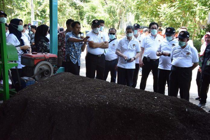 Lokasi daur ulang menerapkan teknologi Black Soldier Fly (BSF), yang merupakan hasil kerja sama antara KLHK dengan Dinas Kebersihan dan Ruang Terbuka Hijau (DKRTH) Kota Surabaya. Foto : KLHK