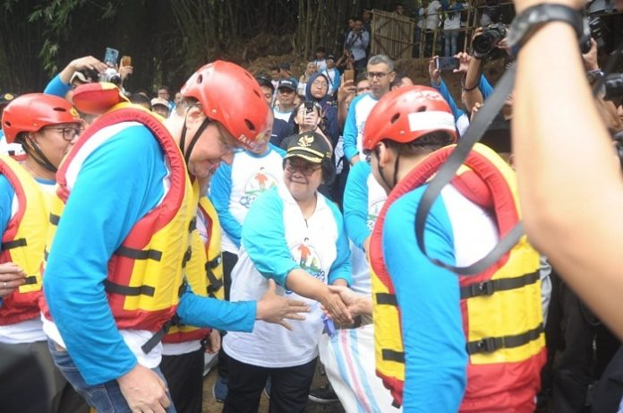 Menteri Lingkungan Hidup dan Kehutanan Siti Nurbaya memimpin kegiatan Bebersih Sungai Cililiwung 2019. Foto : KLHK