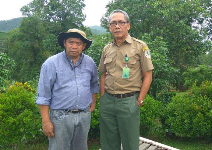 Hoedoyo Oerip (kanan) bersama Pemimpin Redaksi TROPIS.CO, Usmandie A Andeska, saat melakukan kunjungan kerja di Belitung beberapa waktu silam. Foto : Istimewa