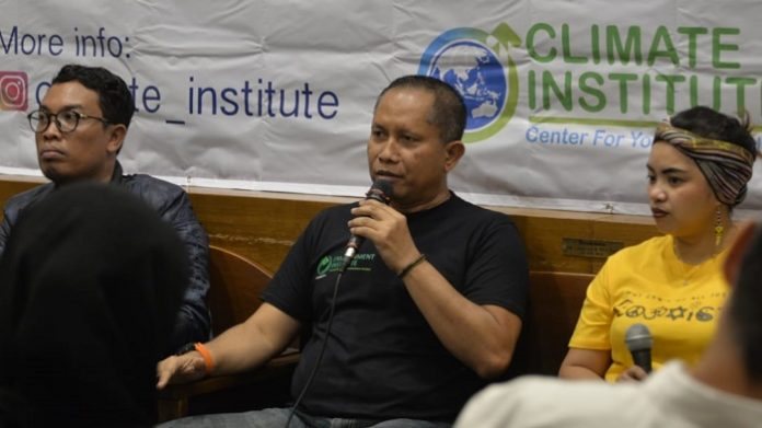 Direktur Environment Institutute Mahawan Karuniasa (tengah) meminta Pemerintah Indonesia serius melakukan penelitian dan pengembangan energi terbarukan. Foto : Istimewa
