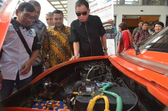 Menteri ESDM Ignasius Jonan optimistis pertumbuhan mobil listrik di Indonesia berada pada tren positif apalagi mendapat sokongan dari luar sektor energi. Foto : Setkab