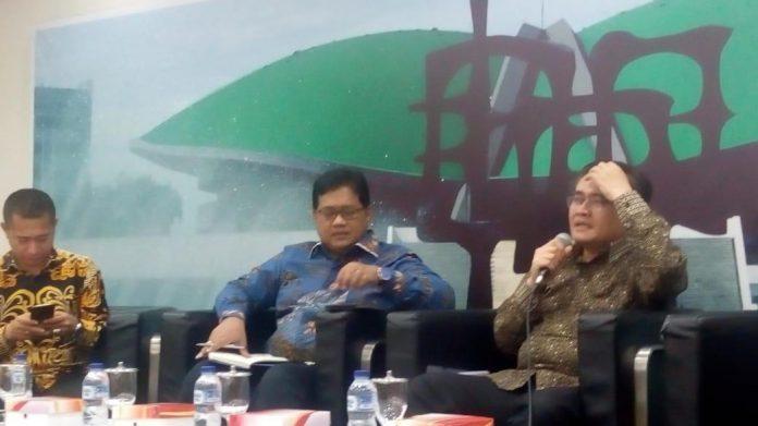 Purwadi Soeprihanto, Direktur Eksekutif APHI bersama Viva Joga, Wakil Ketua Komisi IV DPR RI saat bicara FGD RUU Pertanahan di DPR RI