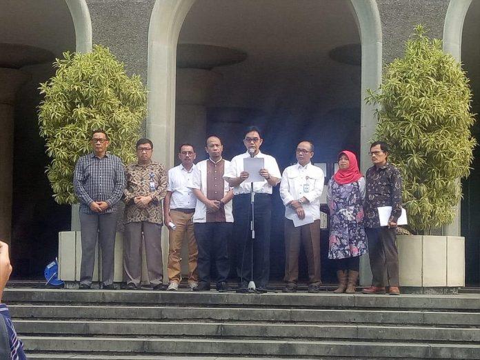 Sejumlah Dekan Fakultas Kehutanan Se-Indonesia menyampaikan pernyataan sikap berkaitan dengan RUU Pertanahan yang kini lagi dibahas Panja Komisi II DPR RI dengan Kementerian ATR/BPN. Foto : Istimewa