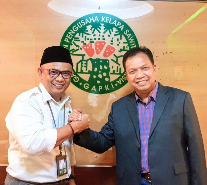 Ketua Umum Apkasindo Gulat ME Manurung (kiri) dan Ketua Umum Gapki Joko Supriyono tegaskan komitmen kemitraan antara petani dengan perusahaan kelapa sawit. Foto : Apkasindo