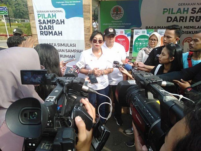 Rosa Vivien Ratnawati, Direktur Jenderal Pengelolaan Sampah, Limbah dan B3 KLHK, menilai pengelolaan sampah di sumbernya menjadi sangat penting untuk mengurangi beban pengelolaan di hilir. Foto : KLHK