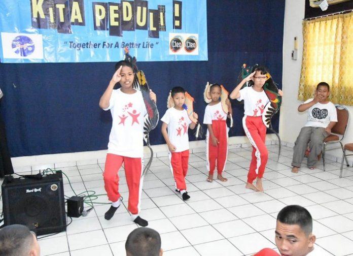 Anak-anak berkebutuhan khusu senang dan antusias mengikuti kegiatan menari dan menyanyi bersama. Foto : oWners
