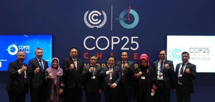 Delegasi Indonesia menghadiri Konferensi Perubahan Iklim ke 25 (COP25) di Madrid dipimpin Wakil Ketua DPR RI Muhaimin Iskandar (kelima dari kanan) dan Wakil Menteri Lingkungan Hidup dan Kehutanan Alue Dohong (kelima dari kiri). Foto : Istimewa