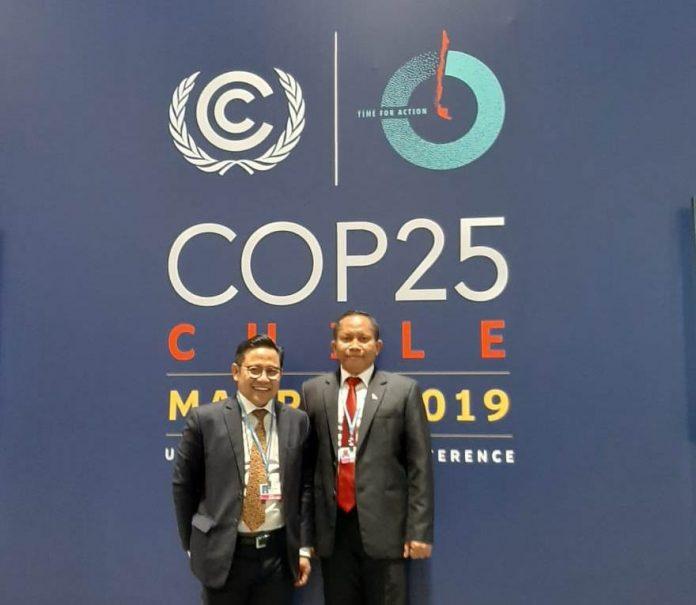 Wakil Ketua DPR RI Muhaimin Iskandar (kiri) dan pakar Perubahan Iklim Mahawan Karuniasa menghadiri UN COP25 di Madrid, Spanyol. Foto : Istimewa