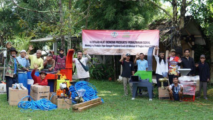 Bantuan melalui Gerakan Ekonomi Produktif dan Pengembangan Usaha Perhutanan Sosial atau