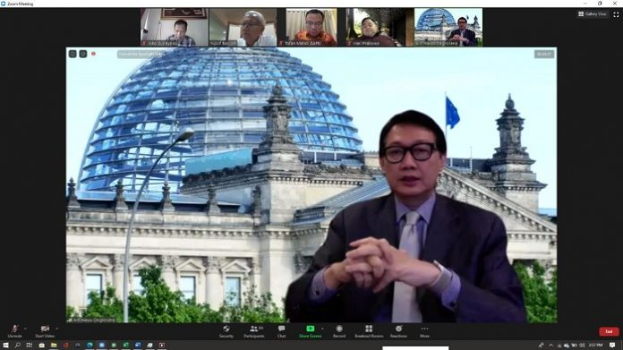 Duta besar Republik Indonesia untuk Republik Federal Jerman Arif Havas Oegroseno menilai, Indonesia membutuhkan strategi berkesinambungan dan terstruktur dalam menghadapi permainan panjang yang terus menekan industri kelapa sawit. Foto: Gapki