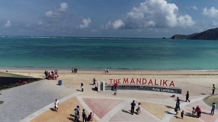 KSPN Mandalika di Kabupaten Lombok Tengah menjadi salah satu kawasan di Pulau Lombok yang tempat pelaksanaan Pembangunan Sarhunta dibagi menjadi dua yakni pertama, peningkatan kualitas rumah tidak layak huni menjadi layak huni sebagai Sarhunta serta peningkatan kualitas rumah tidak layak huni disepanjang koridor menuju lokasi pariwisata. Foto: Youtube