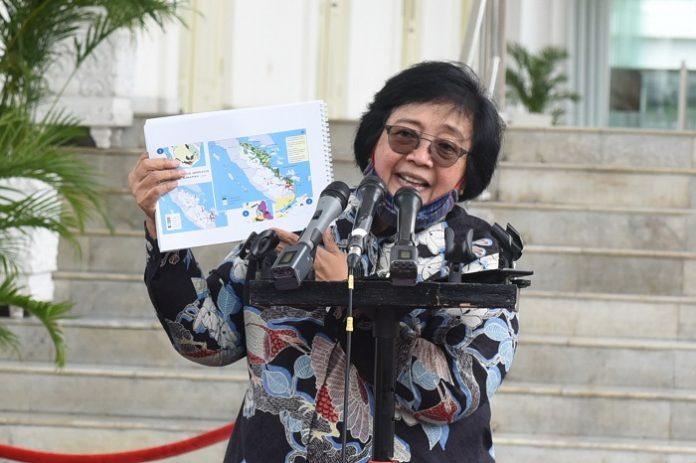 Menteri Lingkungan Hidup dan Kehutanan (LHK) Siti Nurbaya menyatakan, secara spesifik sudah dipelajari perilaku iklim maupun hotspot serta waktu-waktu ledakan kebakaran hutan dan lahan (Karhutla) yang rata-rata di Agustus minggu kedua dan ketiga sampai di September minggu pertama. Foto: Setkab