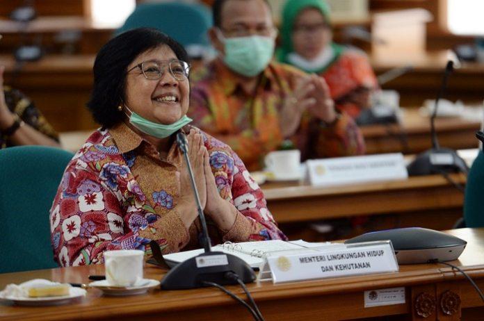 Menteri Lingkungan hidup dan Kehutanan (LHK) Siti Nurbaya menegaskan pentingnya pengembangan studi environmental diplomacy karena kuatnya indikasi hegemonial untuk mengontrol Indonesia yang kaya akan sumber daya alam dan lingkungan yang harus dapat diatasi dengan baik. Foto: KLHK