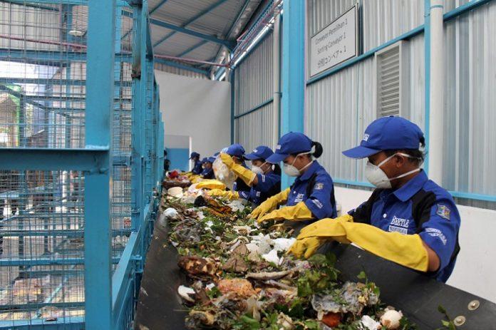 Sampah Spesifik adalah sampah yang karena sifat, konsentrasi dan/atau volumenya memerlukan pengelolaan khusus. Foto: Detak.co