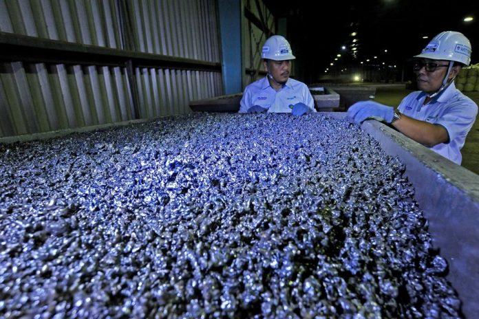 Smelter-smelter pengolahan bijih nikel secara pyrometallurghy menimbulkan limbah berupa slag nikel (B403) dalam jumlah besar. Foto: KLHK