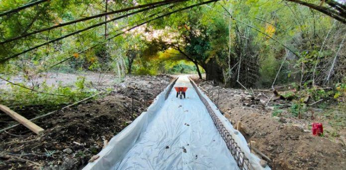 Trekking point menuju goa adalah salah satu fasilitas yang dibangun Kementerian PUPR di kawasan wisata Goa Batu Cermin, Labuan Bajo, Provinsi Nusa Tenggara Timur. Foto: Kementerian PUPR