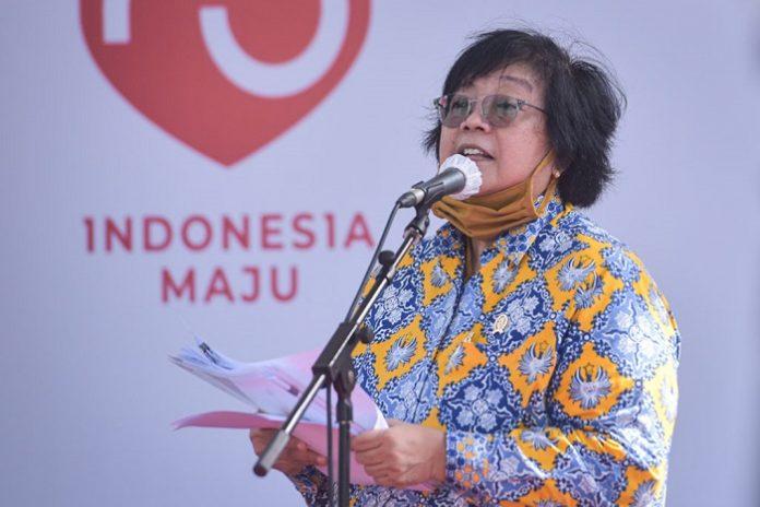 Menteri Lingkungan Hidup dan Kehutanan (LHK) Siti Nurbaya menyatakan bahwa pemerintah melakukan analisis pakai standar nasional Indonesia jadi analisis jenis-jenis tutupan lahan seperti semak, hutan primer, hutan sekunder, semak belukar dan lain-lain standarnya ada SNI-nya tahun 2010 serta ada tata cara menghitungnya dengan deforestasi. Foto: Setkab