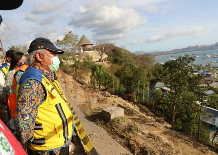 Menteri PUPR Basuki Hadimuljono menyatakan ketersediaan infrastruktur jalan yang memadai akan mengubah wajah kawasan, sekaligus mempercepat pengembangan destinasi wisata setempat dan meningkatkan layanan bagi wisatawan mencapai lokasi wisata KPSN Labuan Bajo. Foto: Kementerian PUPR