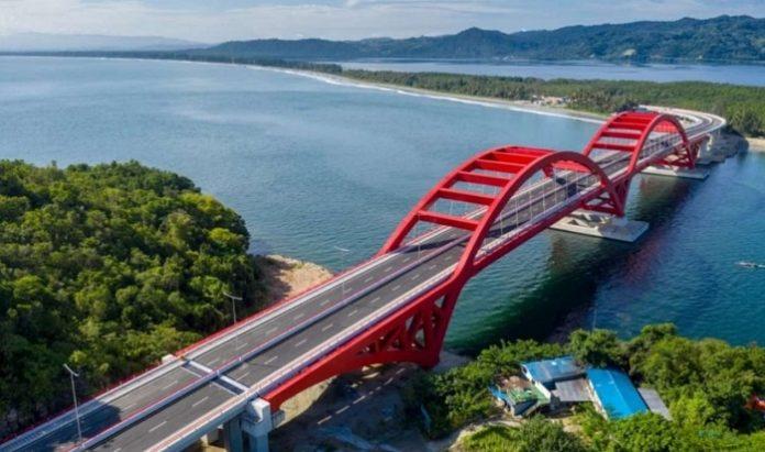 Jembatan Youtefa dibangun dengan menampilkan juga ornamen ciri khas daerah Papua. Foto: Kementerian PUPR