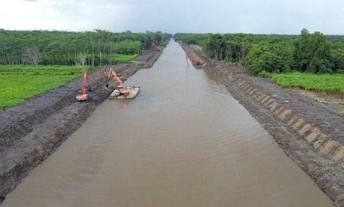 Pengembangan Food Estate diantaranya dilakukan dengan rehabilitasi dan peningkatan jaringan irigasi yang dilakukan secara bertahap dimulai pada akhir September 2020. Foto: Kementerian PUPR