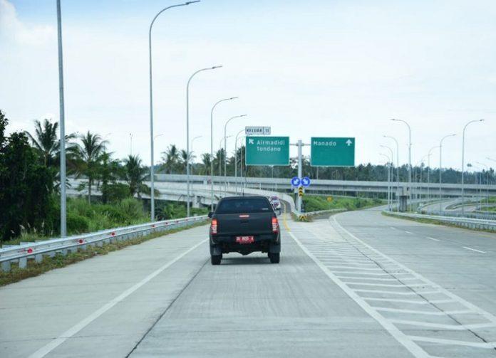 Pembangunan ruas tol Manado-Bitung merupakan salah satu dukungan yang signifikan bagi pengembangan Kawasan Ekonomi Khusus (KEK) Bitung dan Kawasan Strategis Pariwisata Nasional (KSPN) Super Prioritas Manado – Bitung – Likupang. Foto: Kementerian PUPR