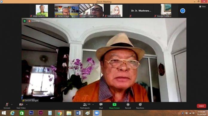 Ketua Dewan Minyak Sawit Indonesia (DMSI) Derom Bangun menilai industri sawit terus meningkat dengan melahirkan berbagai terobosan dan inovasi baik di bidang tradisional seperti refine and unmodified oli, energi, sampai dengan oleochemical. Foto: DMSI