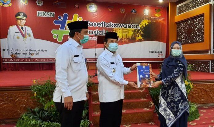 Perusahaan perkebunan kelapa sawit PT Sari Aditya Loka (PT SAL) mendapatkan dua penghargaan dalam kontribusinya kepada pengembangan Komunitas Adat Terpencil (KAT) Suku Anak Dalam (SAD). Foto: Astra Agro