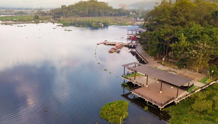 Selain pariwisata, Rawa Pening memiliki peran penting sebagai sumber air bagi irigasi, pembangkit listrik di Sungai Tuntang, perikanan air tawar, dan pengendalian banjir. Foto: Kementerian PUPR