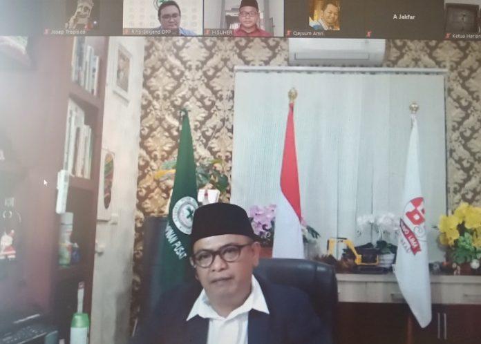 Ketua Umum DPP APKASINDO Gulat Medali Emas Manurung memberikan catatan kritis atau penguatan terhadap PP Nomor 23 Tahun 2021 dan PP Nomor 24 Tahun 2021. Foto: TROPIS.CO/Jos